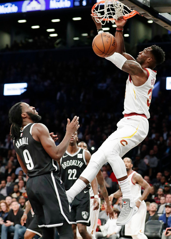 . Cleveland Cavaliers\' Jeff Green dunks the ball in front of Brooklyn Nets\' DeMarre Carroll (9) during the first half of an NBA basketball game Wednesday, Oct. 25, 2017, in New York. (AP Photo/Frank Franklin II)