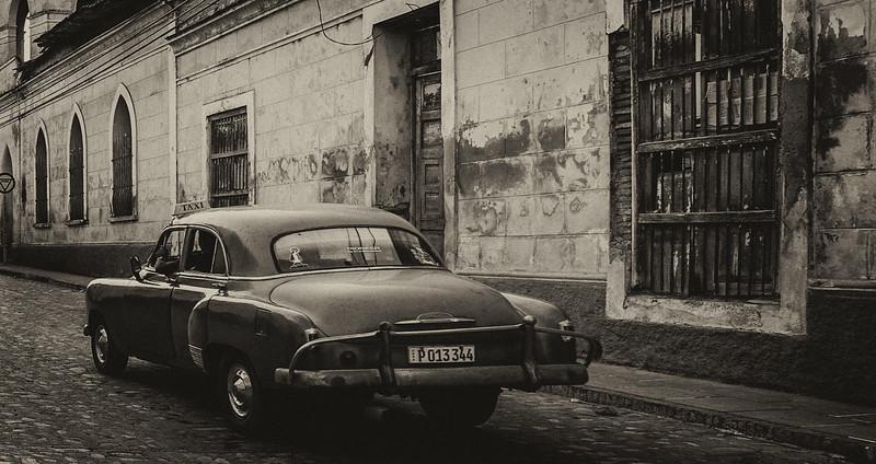 BW Car on Havana Cobblestone