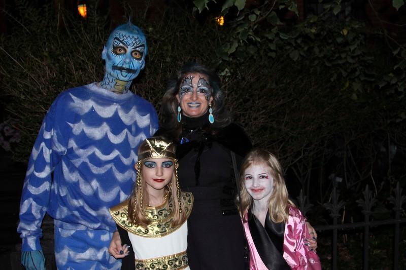 2011.10.31 Street Halloween Parade.ss-20.jpg