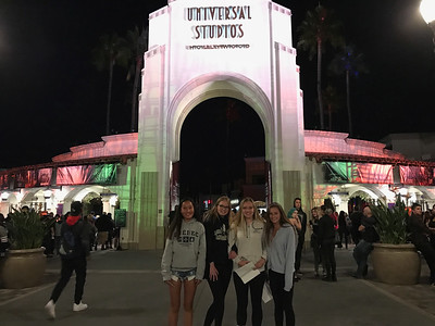 Halloween Horror Nights Universal, Kat, Josie, Bella & Emma