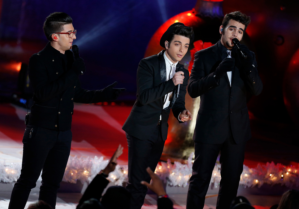 Description of . Members of Il Volo perform during the 80th Annual Rockefeller Center Christmas Tree Lighting Ceremony in New York, November 28, 2012.    REUTERS/Carlo Allegri