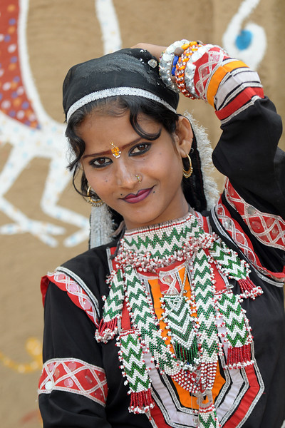 Artists from Rajki-Puran Nath Sapera & Party, Jaipur photographed at the Suraj Kund Mela 2009 held in Haryana (outskirts of Delhi), North India. The Suraj Kund Mela is an annual fair held near Delhi. Folk dances, handicrafts and a lot of fun. Artists at the Surajkund Crafts Mela 2009, Haryana, North India. The Suraj Kund Mela is an annual fair held near Delhi. Folk dances, musical performances, handicrafts on display & sale and and a lot of fun & excitement for everyone.
