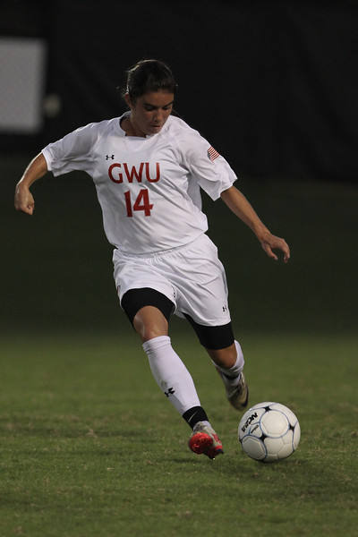 Karyn Latorre (14) dribbles the ball.