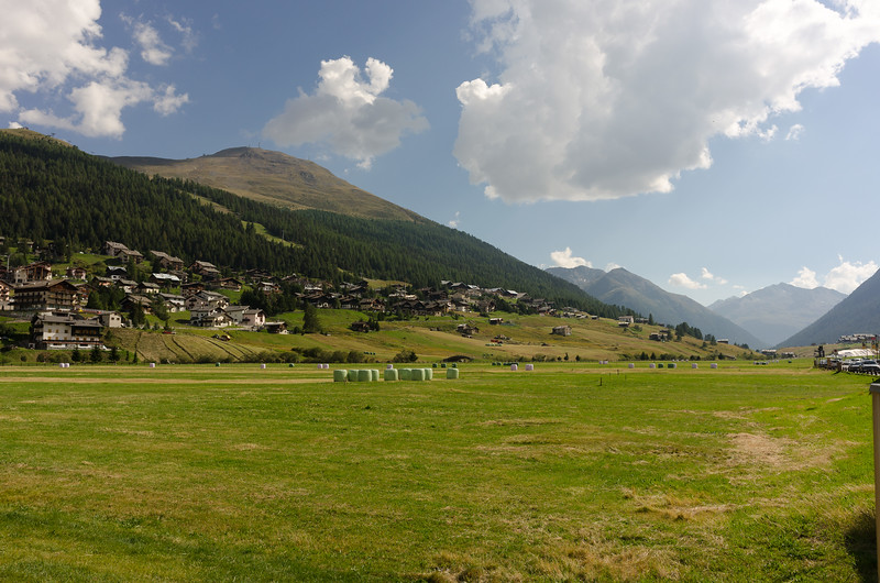 Took me almost as long by public transport as by bike, but finally back in Livigno. Also nice!
