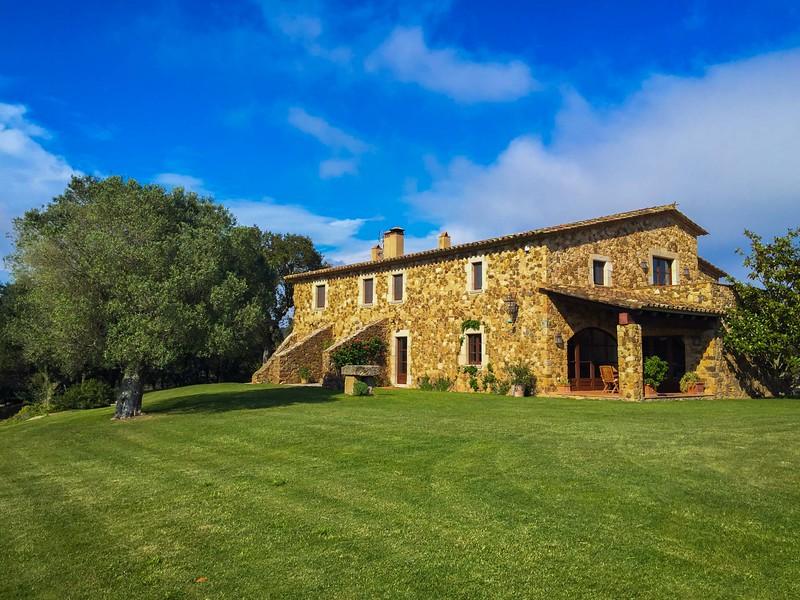 charming-villas-costa-brava-spain-2.jpg