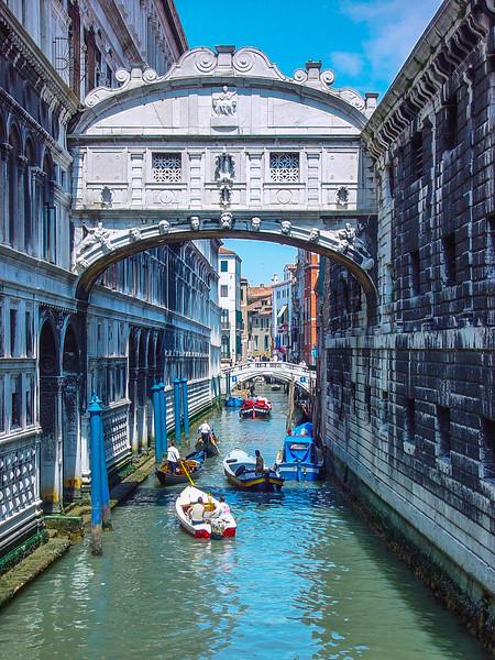 Venice 01 Bridge of Sighs.jpg