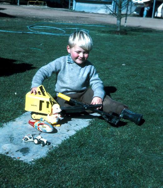 1972-8-13 (5) Andrew 3rd birthday.jpg