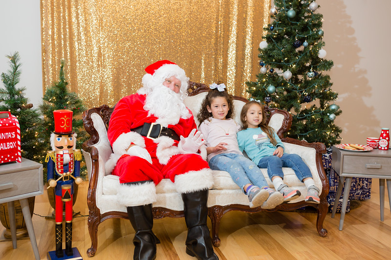 FADS Picture with Santa-357.jpg