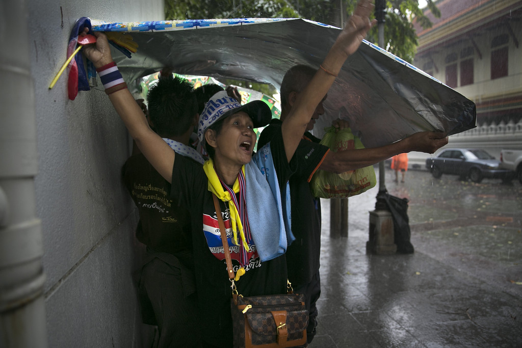 . Anti-government protesters demonstrate in the streets during a rain storm outside the Ministry of Interior in a bid to oust the current government of Yingluck Shinawatra November 26, 2013 in Bangkok,Thailand.  (Photo by Paula Bronstein/Getty Images)