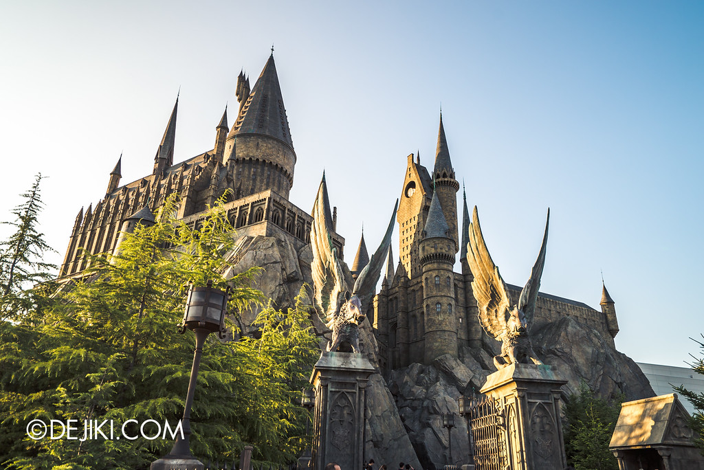 Universal Studios Japan - The Wizarding World of Harry Potter - Hogwarts castle gates Winged Hogs