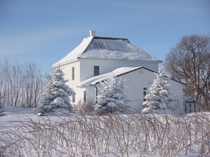 old farm house on the ND pairie