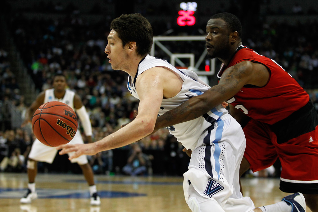. Desmond Lee #5 of the North Carolina State Wolfpack reaches for the ball against Ryan Arcidiacono #15 of the Villanova Wildcats in the second half during the third round of the 2015 NCAA Men\'s Basketball Tournament at Consol Energy Center on March 21, 2015 in Pittsburgh, Pennsylvania.  (Photo by Justin K. Aller/Getty Images)
