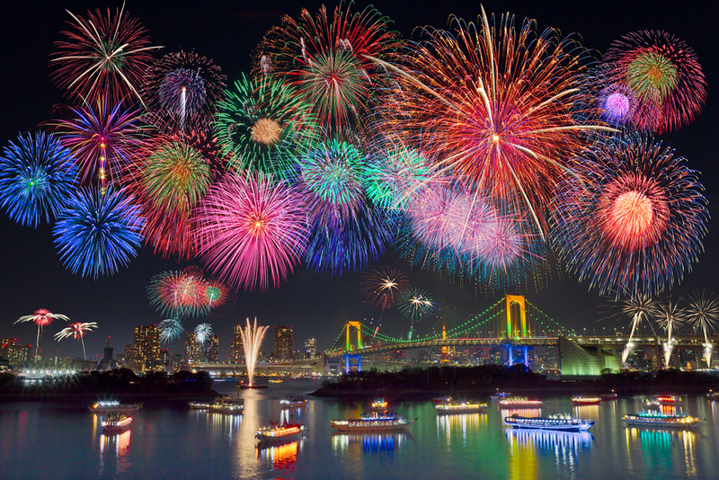 Fireworks over Tokyo Bay from Odaiba. Editorial credit: tak-photo / Shutterstock.com