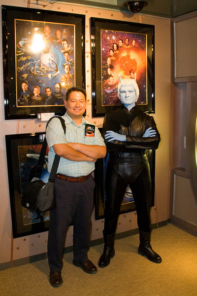 Cly posing with an Andorian.  There were a few characters strolling around the Star Trek Experience.