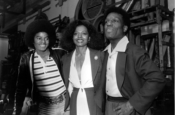 """. Diana Ross, center, poses with co-stars Michael Jackson, left, and Nipsy Russell at a news conference for \""""The Wiz\"""" in New York City on Sept. 28, 1977.  Ross will play Dorothy, Jackson will portray Scarecrow, and Russell will play Tinman in the film version of the musical which was based on \""""The Wizard of Oz.\""""  (AP Photo/Suzanne Vlamis)"""