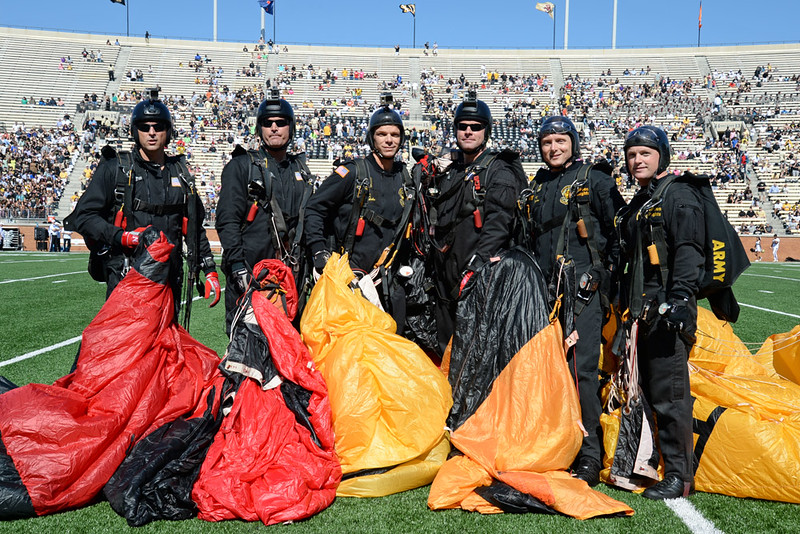 Army Golden Knights parachute team 05.jpg