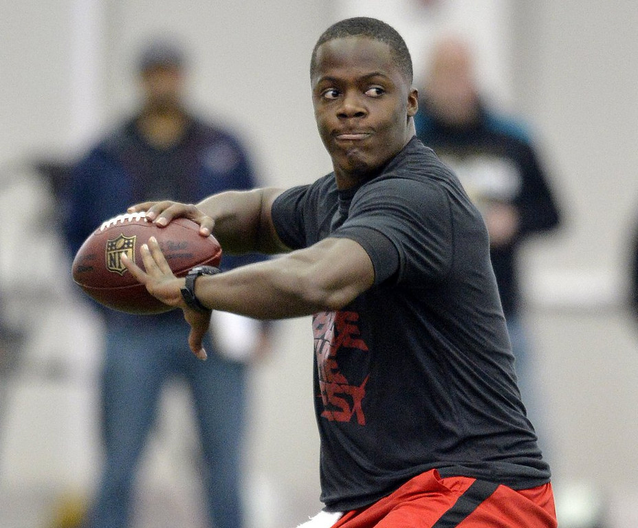 ". <p>4. TEDDY BRIDGEWATER <p>If you were in danger of being drafted by the Jaguars, Raiders or Browns, you might have a lackluster Pro Day, too. (1) <p><b><a href=\'http://www.twincities.com/sports/ci_25363066/lackluster-pro-day-could-drop-louisville-qb-vikings?source=rss\' target=""_blank\""> HUH?</a></b> <p>    (AP Photo/Timothy D. Easley)"