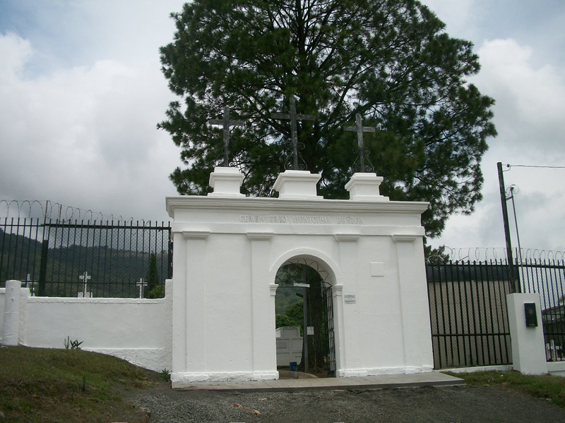 EscazuCentro_Cemetery2Entrance.jpg
