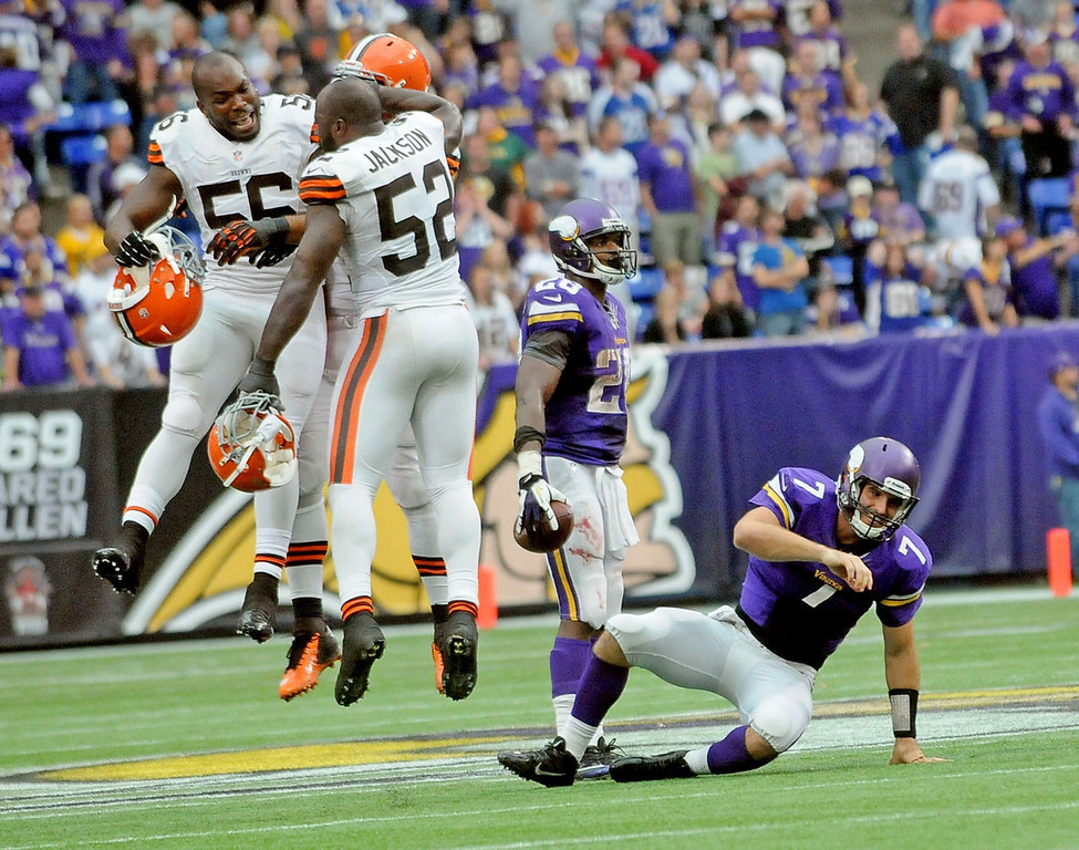 . Browns linebacker Eric Martin, left, and teammate D\'Qwell Jackson celebrate their 31-27 win after Vikings quarterback Christian Ponder, right, was sacked on the final play of the game. (Pioneer Press: Sherri LaRose-Chiglo)