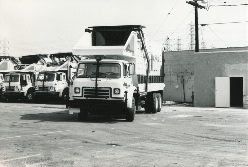 1983 International C&O Dempster Top Pack Front Loader