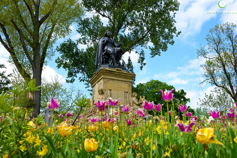 Tulips,statues and Vondel Park.jpg