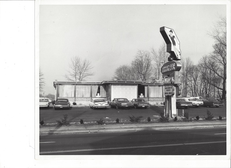 Currently the Huck Finn Diner occupies this property but here is the Peter Pan Diner in the early 1970s complete with rotating, neon enhanced sign.
