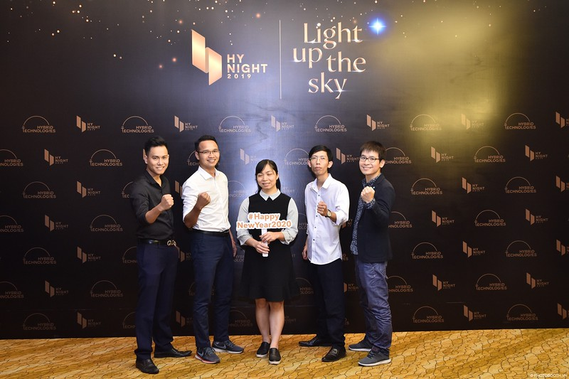 Hybrid-Technologies-year-end-party-instant-print-photo-booth-in-Hanoi-Chup-hinh-lay-ngay-Tat-nien-WefieBox-Photobooth-Hanoi-67.jpg