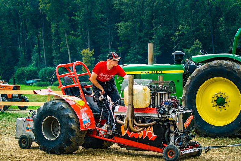 Tractor Pulling 2015-02231.jpg