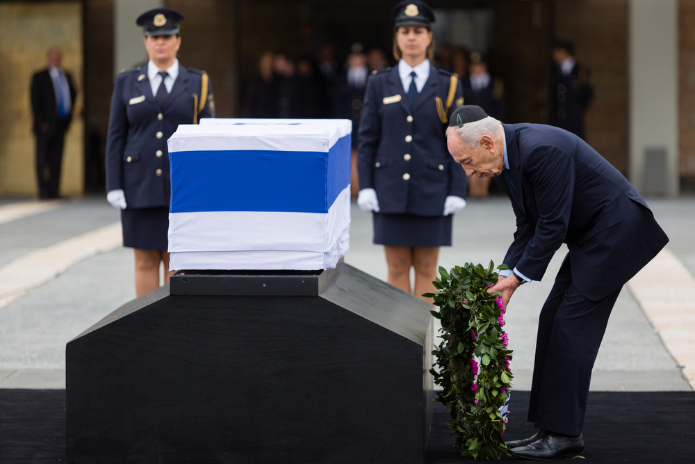 . Israel\'s President Shimon Peres lays a wreath on the coffin of former Israeli Prime Minister Ariel Sharon as it lies in state at the Knesset, Israel\'s Parliament, on January 12, 2014 in Jerusalem, Israel.(Photo by David Vaaknin/Getty Images)