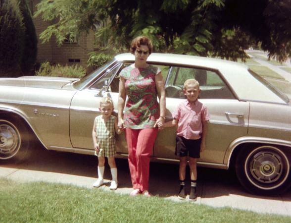 2-mom-neal-me-car.jpg