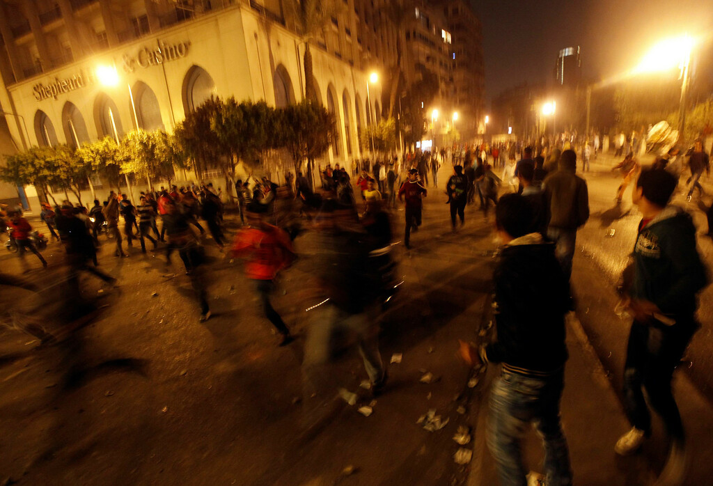 . Protesters, who oppose Egyptian President Mohamed Mursi, flee from riot police during clashes along Qasr Al Nil bridge, which leads to Tahrir Square in Cairo March 9, 2013.  REUTERS/Amr Abdallah Dalsh