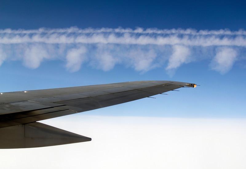 contrailofapassingplane.JPG