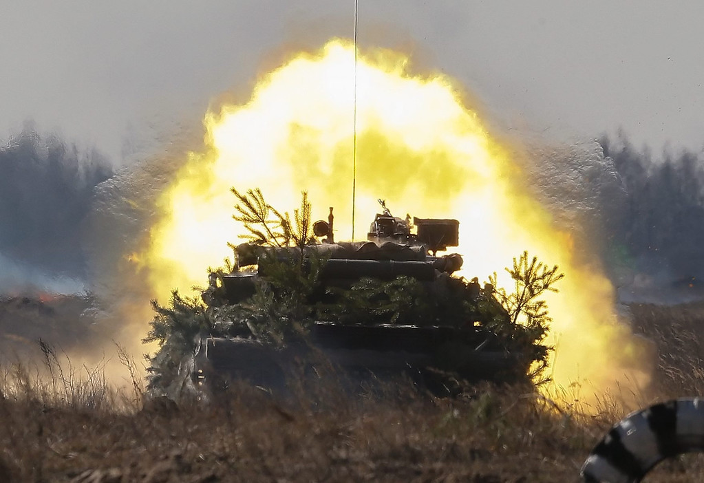 . A Ukrainian tank fires during a military drill at the military shooting range called Goncharivka, 120 kilometers north-east from Kiev, Ukraine, 14 March 2014. Tanks, helicopters, artillery and paratroopers took part at a complex military exercise, inspected by Ukraine\'s acting President Olekasndr Turchynov (not pictured), two days before the Crimean referendum. Ukrainian parliament on 13 March backed a decision to create a new National Guard of 60,000 volunteers, in order to supplement its conventional army forces estimated at 130,000 soldiers.  EPA/SERGEY DOLZHENKO
