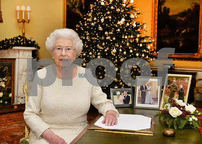 queen-elizabeth-iis-christmas-message-light-can-triumph