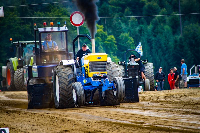 Tractor Pulling 2015-02493.jpg