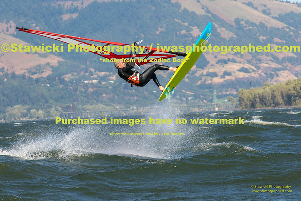 Swell City - Cheap Beach 2016.05.25   -  431  images. Big wind day!