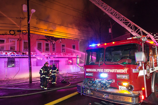 Newark NJ 3rd alarm, 848 Summer Ave. (corner of Verona Ave.) 03-23-17