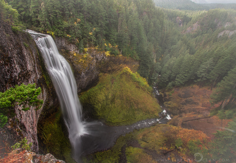 Salt Creek Falls, Oregon Oregon is blessed with so many many waterfalls. Still at 286 feet, Salt Creek is definitely one of the most impressive. Located at Hwy 58 around 20 miles east of Oakridge, it is easily accessible. The view point is just 20 feet from the parking, but it is well worth to take the hike down to the base of the falls. There are many views along the canyon rim as you hike down, but I still liked this view from the top. Though the scale of the falls is not very prominent in this view, I dig how this showcases the falls along with her landscape. One could just watch the fog play hide and seek - all day. The cool breeze of the enduring autumn fog along with a hint of falls colors added to the grandeur.