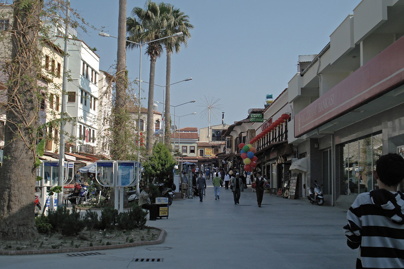 Kusadasi Street 2.jpg