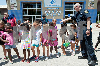 first-responders-teach-safety-to-campers