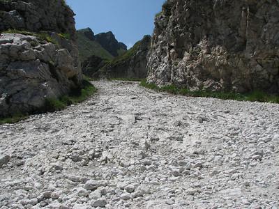 SG 4. Col de la Boaire op Ligurische Grenskam Route. Voor de sanering van 2013. Niet heel krap. Niet heel steil. Toen nog met vuistgrote losliggende stenen