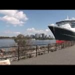 QM2 sailing video
