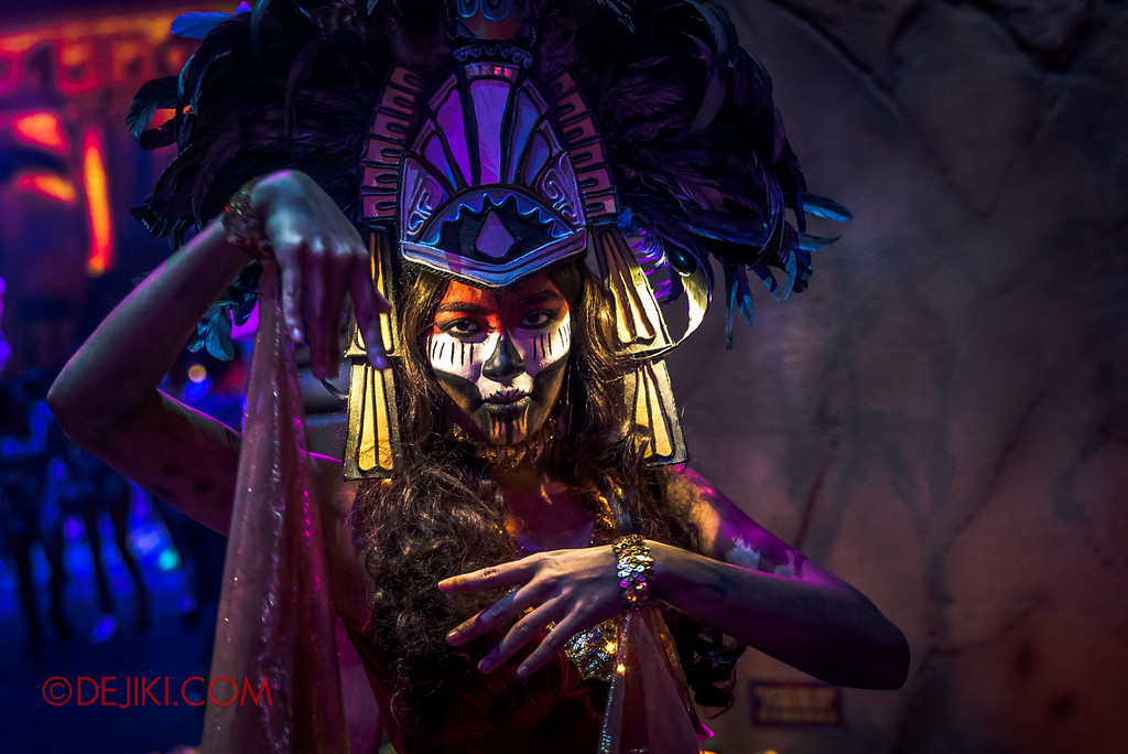 Halloween Horror Nights 6 - March of the Dead scare zone / Warrior Priestess by R front