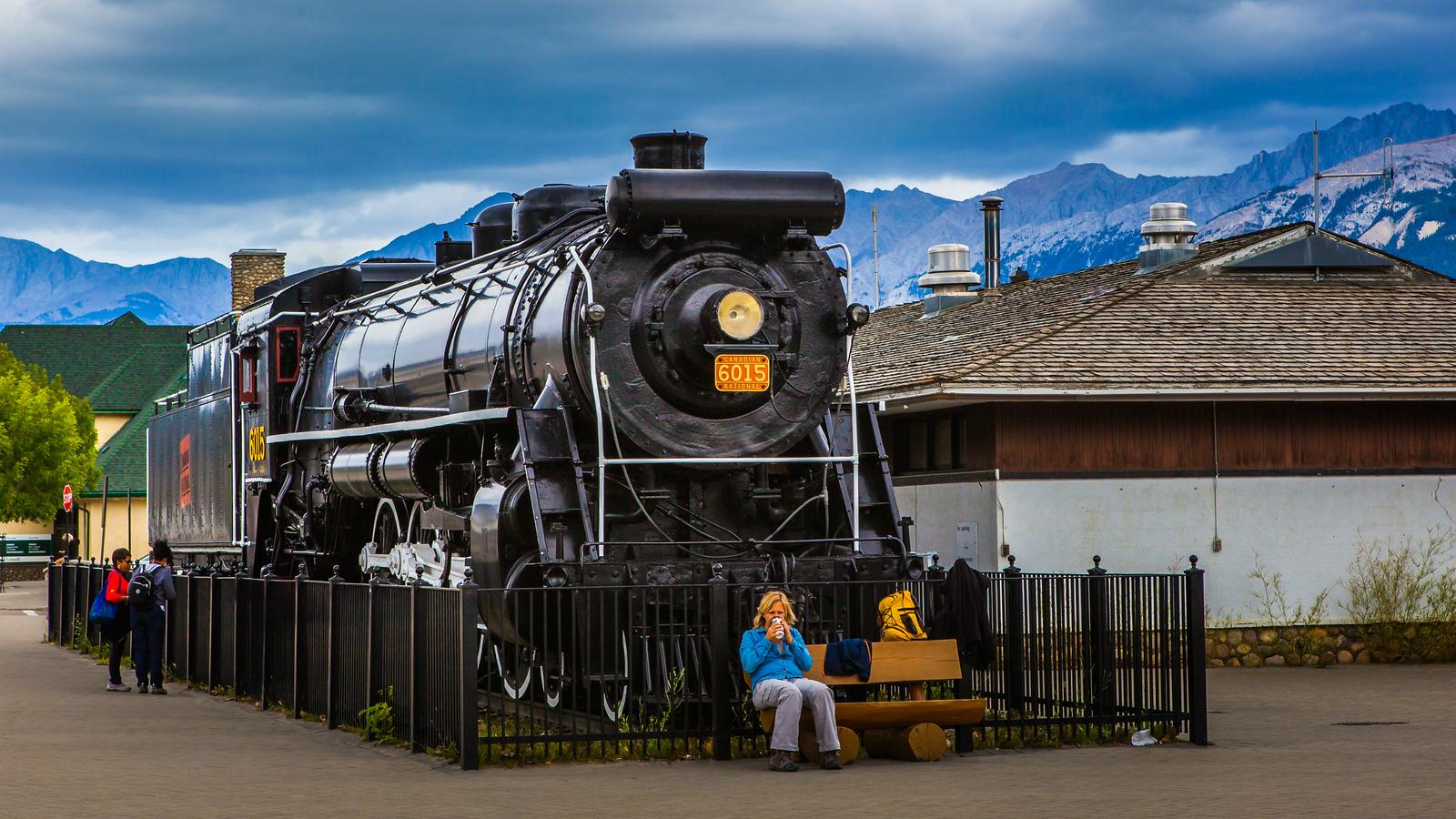 加拿大贾斯珀市(Jasper),大山火车另一番景象