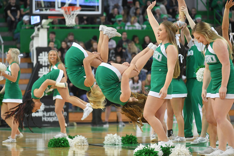 cheerleaders4684.jpg