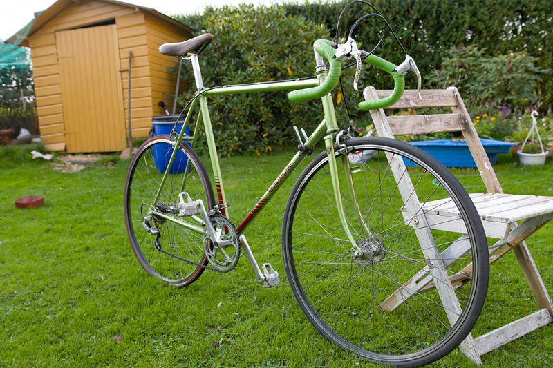 Das Rad wahrscheinlich 1978 oder 1979 gebaut. Motobecane C4. Ich habe es wohl 1980 in Bremen gekauft. Es war ein Ladenhüter und ich habe es relativ günstig bekommen. Den Rahmen hat mir ein Motarradclub in Sandnes sandgestrahlt und neu lackiert. Die Farbe ist fast wie damals.