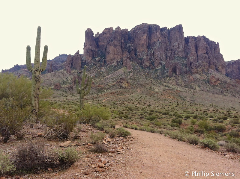 Hiking towards the Superstition mountains
