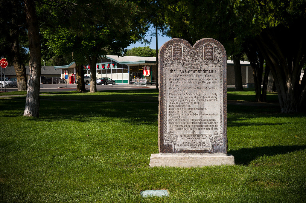 . The ten commandments stand outside of the county courthouse near the Safeway store in Lovelock, Nevada.  The small town has been put on the map since Simpson was locked up at the Nevada Prison near town.    (Photo by David Crane/Los Angeles Daily News.)