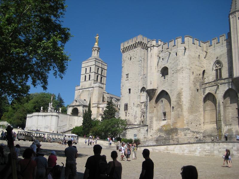 pope_palace_2.jpg