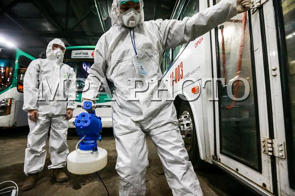 Нийтийн тээврийн үйлчилгээнд явж байгаа автобусуудад угаалга цэвэрлэгээ, ариутгал халдваргүйжүүлэлт хийгдэж байна